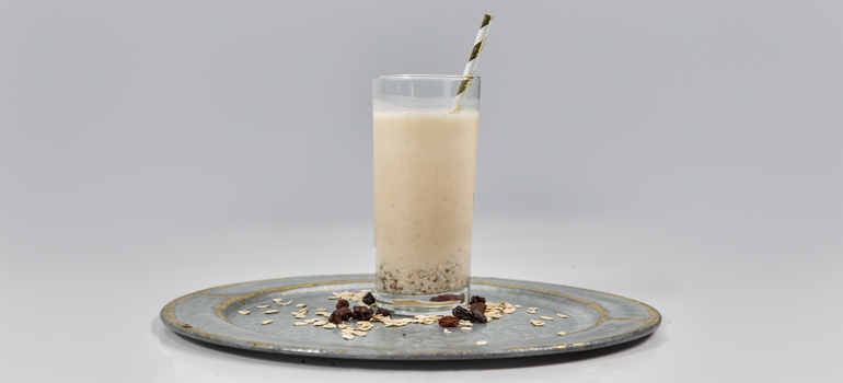 Oatmeal Cookie Protein Smoothie