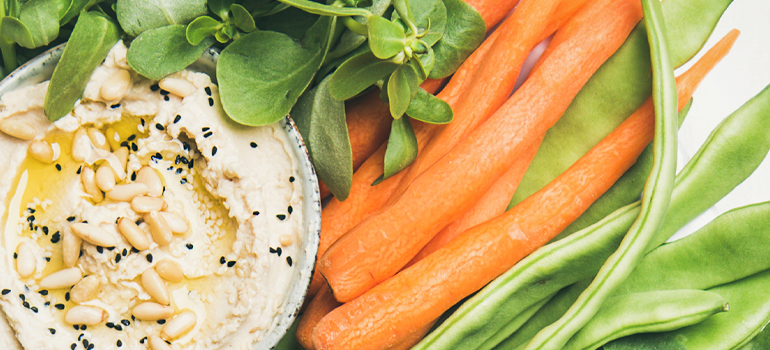 healthy snack idea - hummus and carrots