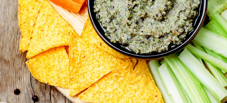 healthy snack idea - baked tortilla chips & bean dip salsa