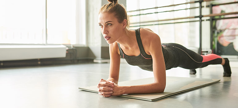 Online Trainer woman doing planks